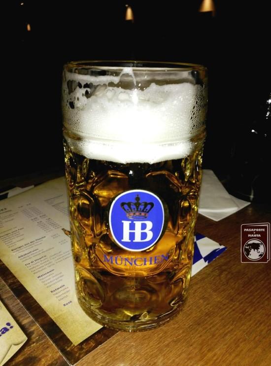 Cerveza de litro en la Cervecería Restaurante Hofbräu