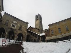 Bergamo Italia - Piazza Vechia (2)-mod