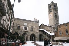 Bergamo Italia - Piazza Vechia (4)-mod
