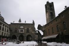 Bergamo Italia - Piazza Vechia (7)-mod