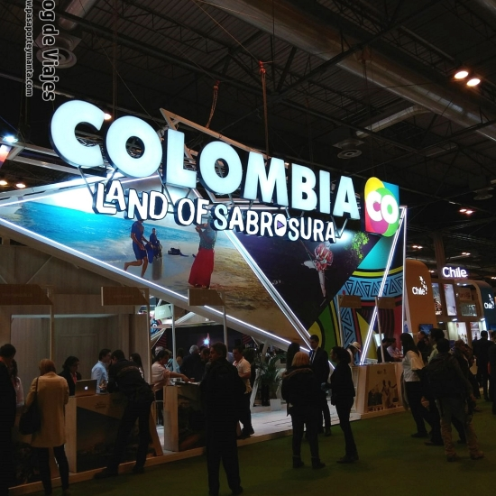 Stand de Colombia FITUR 2018 Pasaporte y Manta